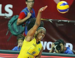 Fernanda Garay na partida de vôlei do Brasil (Foto: Divulgação / FIVB)