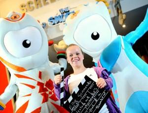 mascotes olímpico e paraolímpico com a paraatleta Eleonor Simmonds (Foto: Divulgação)