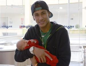 Neymar Jr com o filho Davi Lucca (Foto: Adilson Micalli)