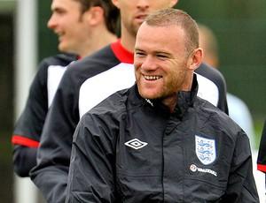 Rooney durante treino da Inglaterra (Foto: Reuters)
