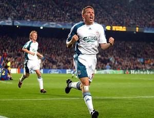 Bellamy comemorando gol contra o Barcelona (Foto: Reprodução)
