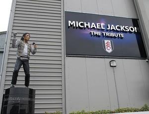 Seleção brasileira, joga segunda, no Craven Cottage, estádio da estátua de Michael Estatuamichaeljackson01