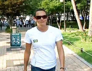 Fabiana Murer passeia por Daegu (Foto: Reprodução SporTV)