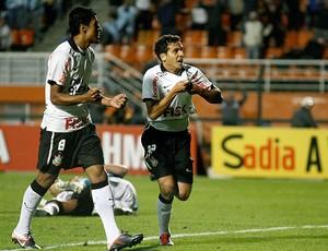 Ramon comemora gol do Corinthians contra o Grêmio (Foto: Ag. Estado)