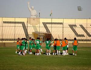 zico iraque treino (Foto: Bruno Machado / Globoesporte.com)
