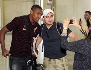 Renato no desembarque do Flamengo (Foto: Cezar Loureiro / Agência O Globo)
