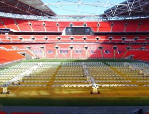 Luz artificial no gramado de Wembley (Foto: Divulgação SGL Concept)