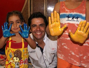 Rodrigo Navarro, da Stock Car,  ação social GRAAC-Bahia em Salvador (Foto: Divulgação)