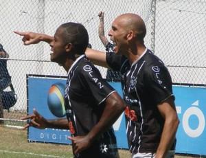 Leandro Souza, do Rio Branco-ES, comemora seu gol contra o Serra (Foto: Igor Gonçalves/Globoesporte.com)