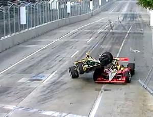 FRAME Tony Kanaan sofre acidente na Indy (Foto: Reprodução)