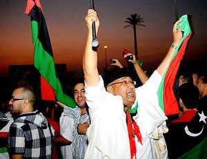 torcida da Líbia comemora vitória no futebol (Foto: AP)