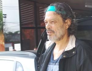 Sócrates na saída do hospital (Foto: Marcos Guerra/Globoesporte.com)