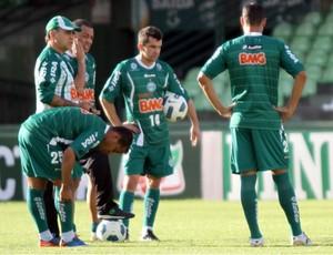 Marcelo Oliveira comanda o treino do Coritiba (Foto: Divulgação/Coritiba)