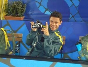 Futebol de areia: Benjamin Júnior vira fotógrafo no treino da seleção brasileira, em Ravenna (Foto: Igor Christ / GLOBOESPORTE.COM)