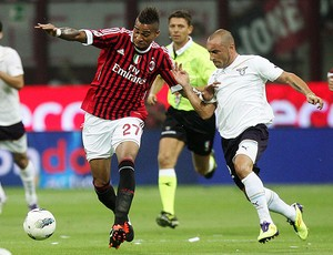 Boateng do Milan e Brocchi do Lazio (Foto: EFE)