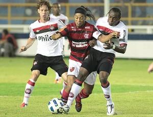 Ronaldinho Gaúcho Flamengo x Atlético-PR (Foto: Ag. Estado)