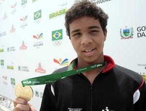 Gustavo Borges, medalha de ouro nos 50m borboleta pelas Olimpíadas Escolares (Foto: Gaspar Nóbrega / COB)