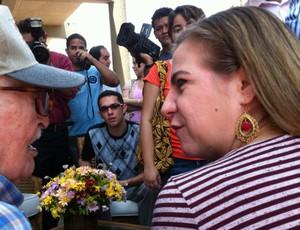 Fundador do Ferroviário, Waldemar Caracas com a Prefeita de Fortaleza, Luizianne Lins, no PV (Foto: Diego Morais/Globoesporte.com)