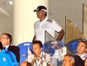 José Mourinho assiste ao jogo do Real Madrid contra o Dinamo de Zagreb (Foto: AFP)