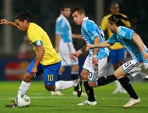 ronaldinho gaucho cellay  brasil x argentina (Foto: AP)
