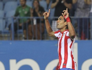 Falcao Garcia comemora gol do Atletico de Madrid sobre o Celtic (Foto: EFE)