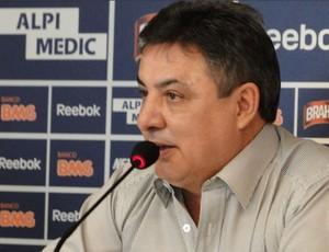 Zezé Perrella cobra atitude dos jogadores do Cruzeiro (Foto: Tarcísio Badaró / Globoesporte.com)
