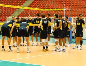 Vôlei - bernardinho falando com os jogadores da seleção (Foto: Helena Rebello/Globoesporte.com)