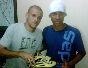 Thiaguinho, do Sport, junto com Neílson (Foto: Divulgação)