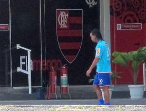 Ronaldinho Gaúcho fora do rachão no CT do Flamengo (Foto: Richard Souza / GLOBOESPORTE.COM)