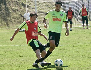 Bernard e DuduCearense no treino do Atlético-MG (Foto: Bruno Cantini / Site Oficial do Atlético-MG)