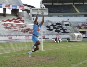 Goleiro Pantera é o segundo jogador a deixar o Campinense após rebaixamento para Série D (Foto: Divulgação)