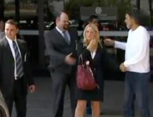 frame Socrates deixa o hospital (Foto: GloboNews)