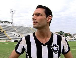 Rodrigo Santoro atuando como Heleno de Freitas, ex-jogador do Botafogo (Foto: Reprodução)