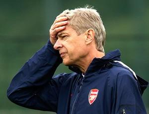 Arsene Wenger no treino do Arsenal (Foto: AP)