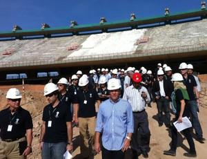 Membros da Fifa/COL visitam obras do Castelão para a Copa do Mundo (Foto: Divulgação/Secopa)