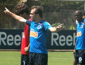 Roger no treino do Cruzeiro (Foto: Lucas Catta Prêta / GLOBOESPORTE.COM)