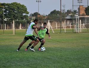 Everton Luiz no treino do América-MG (Foto: Comunicação América-MG / Divulgação)