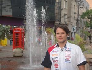 Stock Car: Valdeno Brito em visita ao Calçadão de Londrina (Foto: Rafael Honório / GLOBOESPORTE.COM)