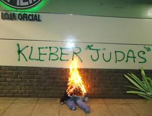 Protesto Kleber Palmeiras (Foto: Wagner Eufrosino / Globoesporte.com)