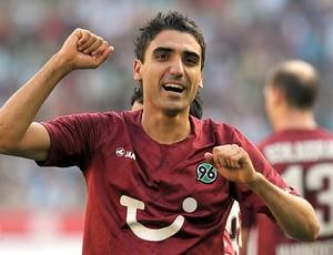 Abdellaoue gol Hannover 96 (Foto: AFP)