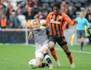 Douglas Costas do Shakhtar (Foto: Site oficial do clube)