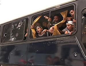 Ônibus tiros corinthians (Foto: Reprodução SporTV)