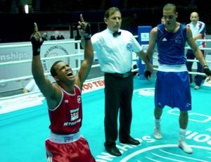 Esquiva Florentino no Mundial de Boxe  (Foto: Divulgação)