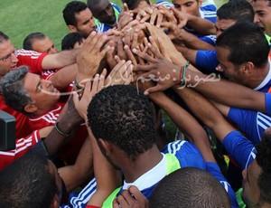seleção da líbia e o técnico marcos paquetá comemoram a vaga na copa africana de nações (Foto: Divulgação)