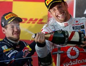 pódio button mclaren Vettel rbr gp do japão bicampeão (Foto: Agência Reuters)