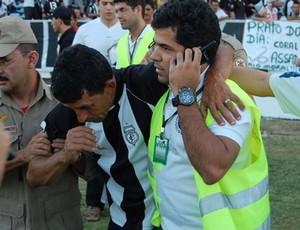 Torcedores passam mal na partida Treze x Santa Cruz no Amigão (Foto: Leonardo Silva / Jornal da Paraíba)