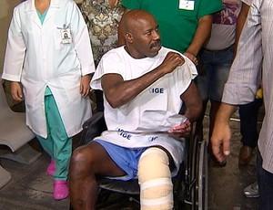 reginaldo holyfield no hospital após ter corpo queimado (Foto: Reprodução/TV Bahia)