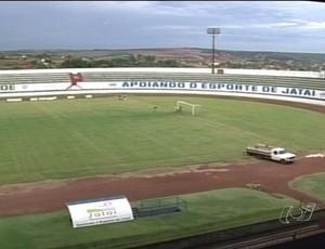 Estádio Arapucão, em Jataí (GO), foi vetado para a realização do jogo (Foto: Reprodução/TV Anhanguera)