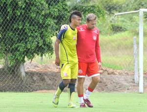 Rogério e Waldemar Lemos conversam no treino (Foto: Aldo Carneiro/GLOBOESPORTE.COM)