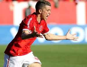 Dalessandro internacional gol avaí (Foto: Luis Gonçalves / Pressdigital)
